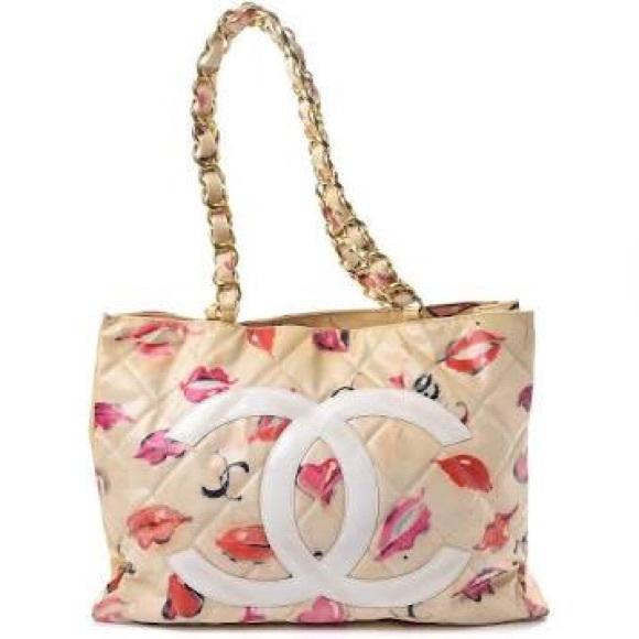 ab0d14dd16f6 CHANEL Handbags - CHANEL hearts 💕 purse. NO OFFERS! FINAL PRICE!
